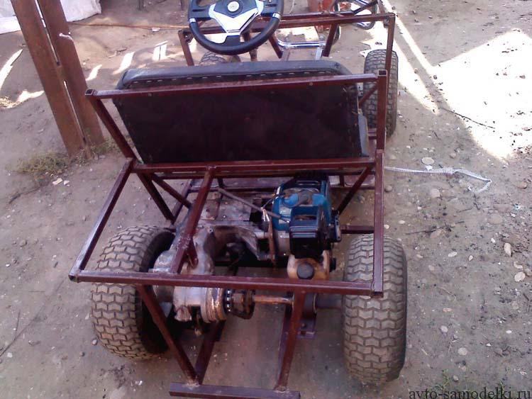 Детский автомобиль с бензиновым двигателем
