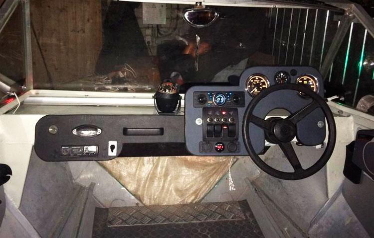 панель приборов лодка