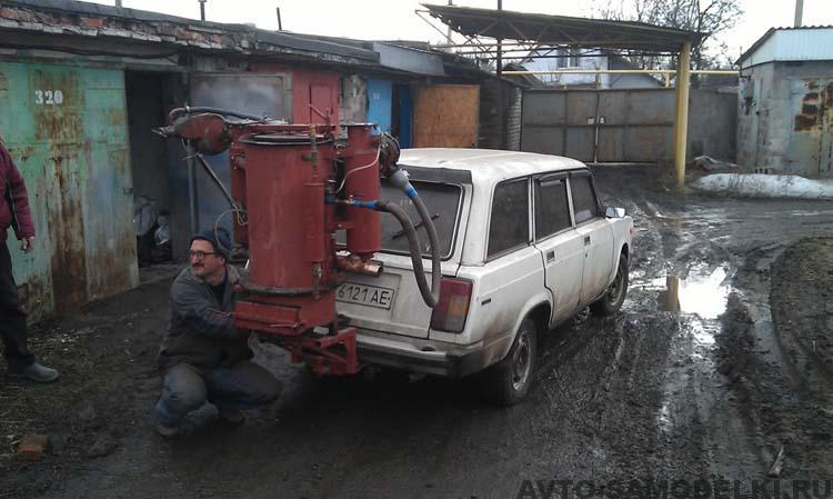 автомобиль едет на дровах